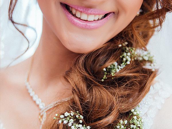 eine Braut die lächelt